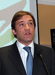 Passos Coelho pede descida urgente do imposto sobre os combustíveis
